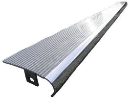 Marche pied aluminium massif poli rainure (la paire)